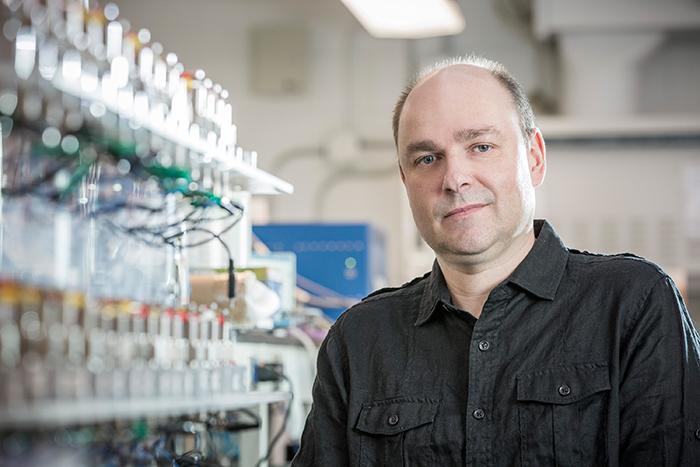 Lionel Roué, professeur en électrochimie à l'INRS
