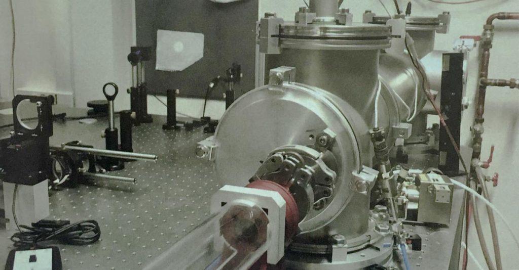 Comprendre les molécules miroir au milliardième de milliardième de seconde près