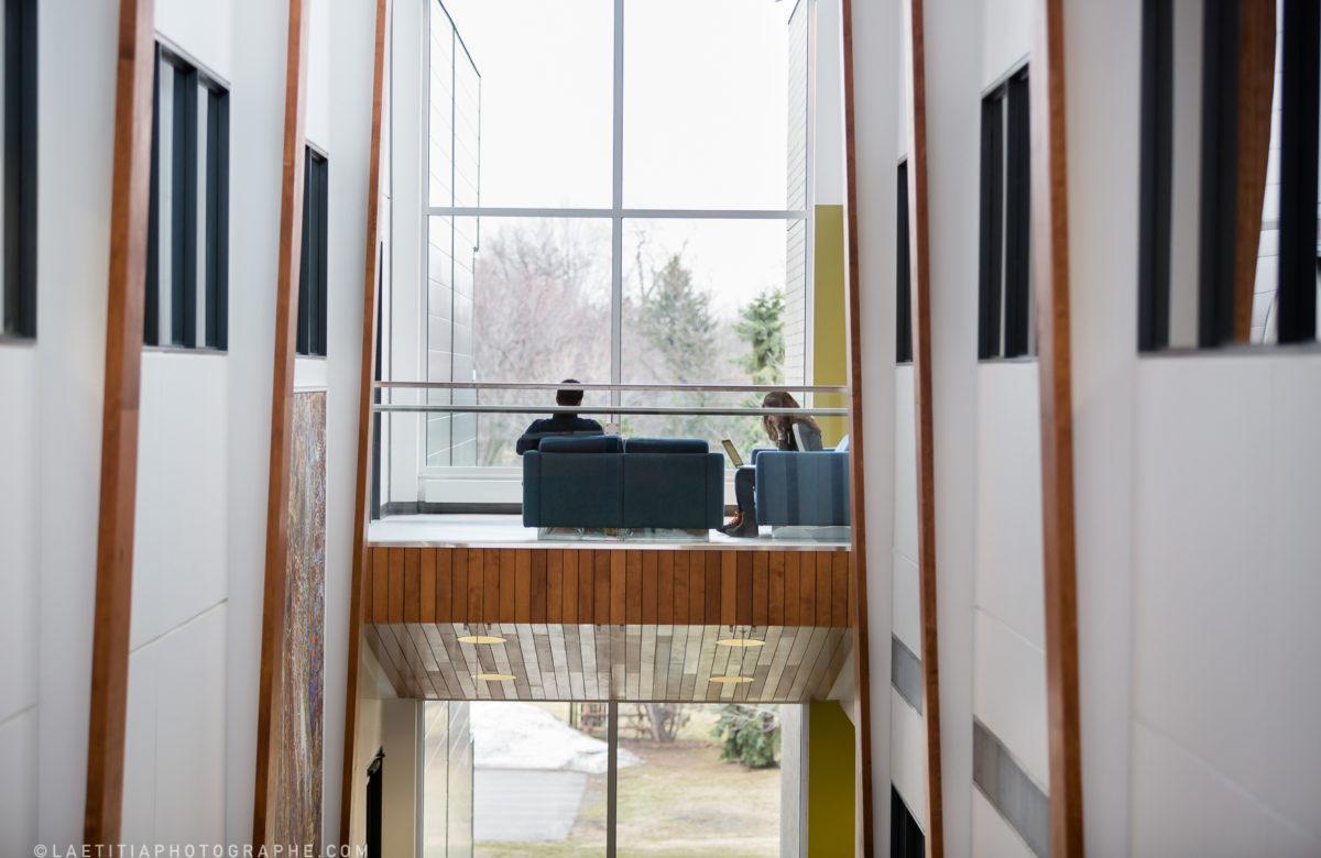 Étudiants à Laval, aire ouverte