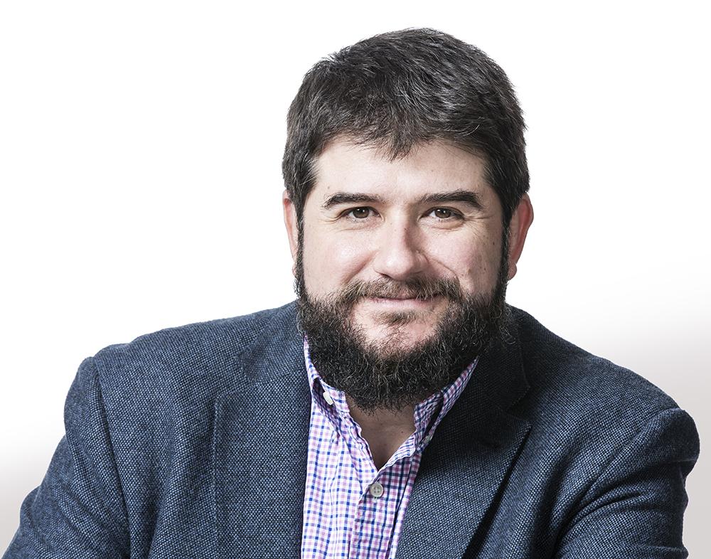 Emanuele Orgiu professeur en physique moléculaire et du dispositif à l'Institut national de la recherche scientifique