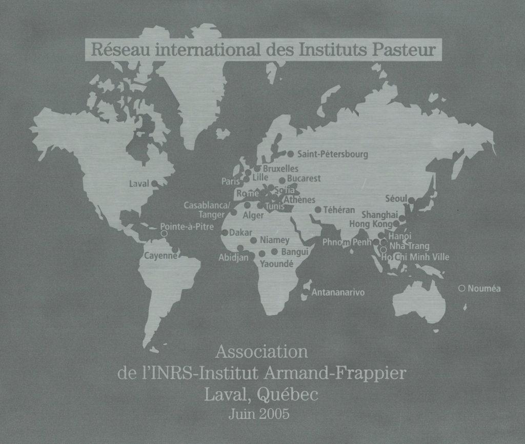 Plaque décernée à l'Institut Armand-Frappier