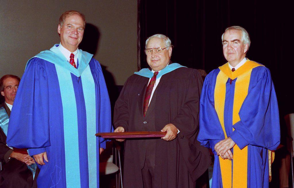 Remise du doctorat honoris causa à Armand Couture