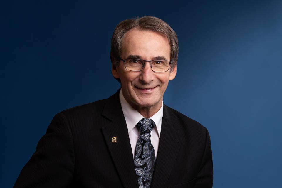 Claude Arbour, directeur des ressources administratives, humaines et financières de l'INRS