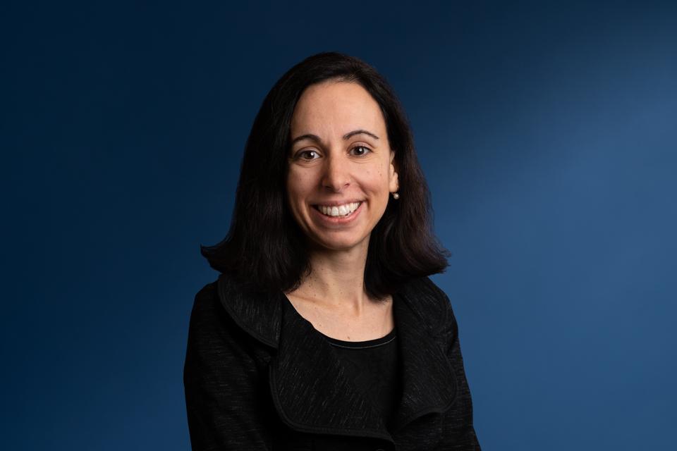 Geneviève Chacon directrice de cabinet, des relations gouvernementales et des relations publiques de l'INRS