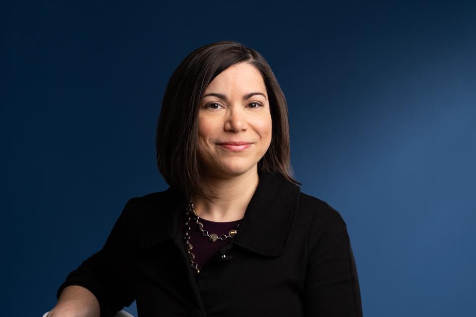 Élise Comtois, directrice de la Fondation de l'INRS et du Service du développement philanthropique et des relations avec les diplômés