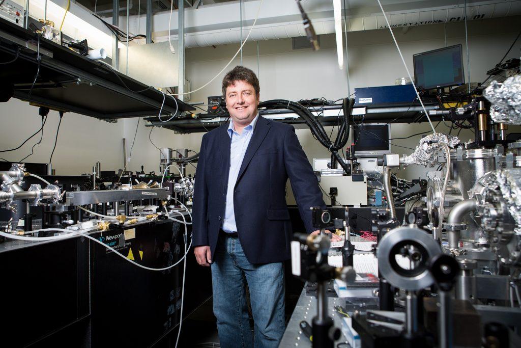 François Légaré professeur et responsable scientifique du Laboratoire de sources femtosecondes (ALLS). Photo : Josée Lecompte